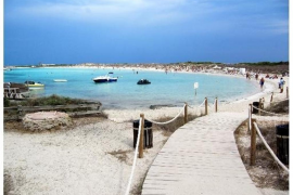Formentera cuenta con 18 socorristas para vigilar sus playas