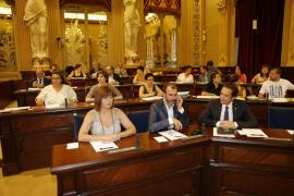 Tres nuevos diputados toman posesión de sus escaños en el Parlament