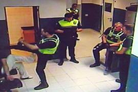 Condenado a un año y medio el agente que pateó a un detenido en el calabozo