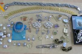 Detenida una empleada de limpieza por robar joyas en un hotel de Sant Antoni