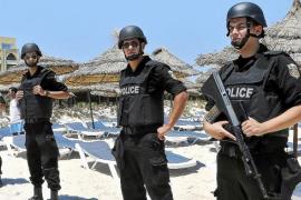 Previsión de 'overbooking'  en Balears por el desvío de turistas de Grecia y Túnez