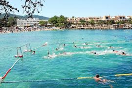 Jornada de sol, playa y waterpolo internacional a la orilla del mar