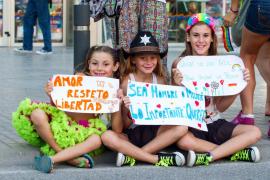 La Marcha del Orgullo Gay devuelve el color a Eivissa