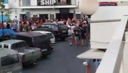 VÍDEO: Los vecinos del West en pie de guerra por las molestias que ocasionó una fiesta