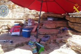 Desmantelados varios puntos de venta ambulante de mojitos, refrescos y tabaco en Punta Galera