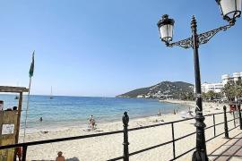 VÍDEO: Las playas de Santa Eulària y Sant Josep suman banderas azules