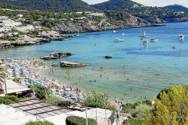 Fallece un hombre de 73 años mientras practicaba snorkel en Cala Tarida