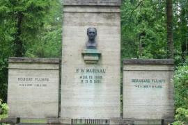 Profanan la tumba de Murnau, director de 'Nosferatu', y roban su cabeza para un ritual