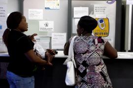 El Govern devuelve la sanidad gratuita a los inmigrantes irregulares