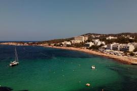 Sant Antoni baliza un canal de nado en Caló des Moro