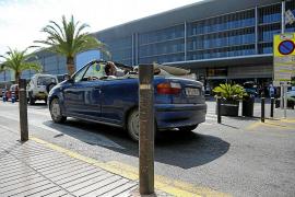 El aeropuerto de Eivissa registra un caos diario en la zona de recogida de pasajeros
