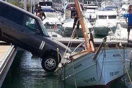 VÍDEO: Una maniobra de aparcamiento termina en un aparatoso accidente