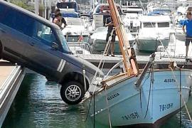 La resistencia del llaüt 'Alegría' evitó que el coche cayese con tres ocupantes