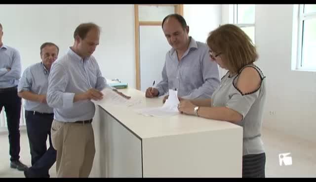 VÍDEO: Educación firma la recepción del nuevo IES de Santa Eulària