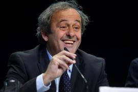 Platini oficializa su candidatura a la presidencia de la FIFA