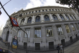 El Banco de España pide retirar la comisión de los cajeros a los no clientes