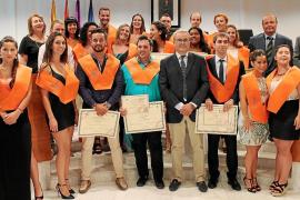 Los 18 graduados  de la Escuela de Turismo recogen el reto de cambiar el modelo de la isla