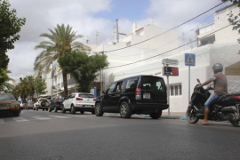 Un motorista herido grave y una mujer atropellada en el centro de Santa Eulària