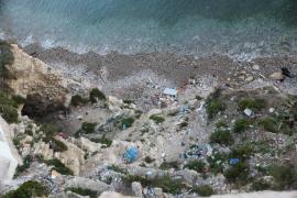 El Ayuntamiento de Vila impulsa la limpieza en el barrio de Sa Penya