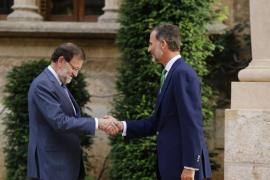 Rajoy se reúne en Marivent con el rey Felipe VI