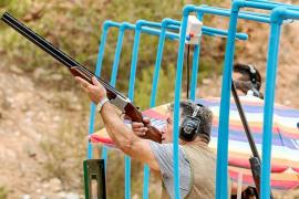 Salvas de disparos solidarios para la AECC