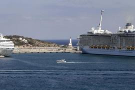 Las Pitiüses reciben 58.000 cruceristas gracias al aumento del 17,6% en  la llegada de buques