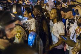 Ferguson evita otra ola de disturbios como los que hicieron historia en 2014