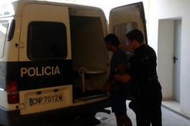 La Policía Nacional evita que un hombre lance a su exmujer al vacío
