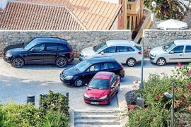 El vía crucis de aparcar en Dalt Vila
