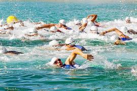 Jaime Rosado se adjudica con éxito el Triatlón de Cala Bassa