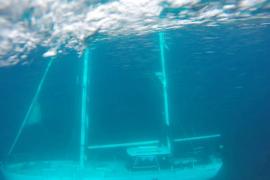 Reflotan el velero hundido en Ses Salines sin causar vertidos
