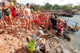 La playa de Caló des Moro, lista para repartir langostas