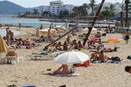 Vila organiza actividades y talleres de concienciación ambiental en sus playas