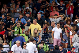 Fallece tras precipitarse desde la grada durante un partido de beisbol