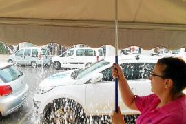 Una intensa lluvia sorprende a residentes y turistas en Formentera