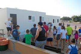Normalidad en Formentera, pero con la presencia de aulas prefabricadas