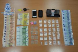 La Policía Nacional detiene a un taxi-pirata que ofrecía droga