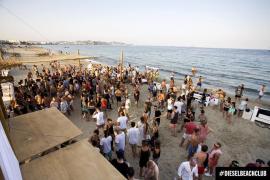 Sant Josep cierra tres 'beach clubs' por no tener licencia de actividad