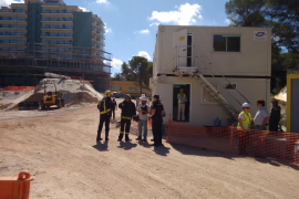 Dos fallecidos tras derrumbarse parte de un edificio en obras en s'Arenal