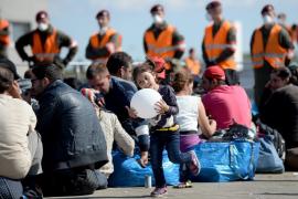 Hungría autoriza que el Ejército vigile a los refugiados en la frontera