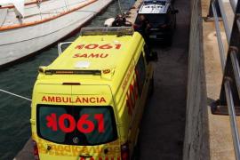 Rescatan a un hombre que estaba semiahogado junto al puerto de Vila