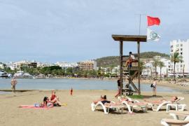 Sant Antoni finaliza las obras de reparación del balizamiento de la playa de s'Arenal