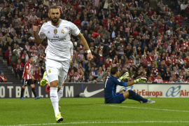 Benzema da el liderato al Madrid con dos goles en San Mamés