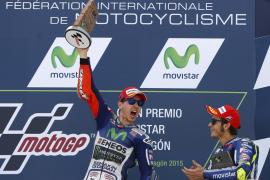 Jorge Lorenzo gana en Motorland y recorta nueve puntos a Rossi