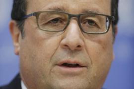 Hollande dice que bombardeos franceses destruyeron un campamento del EI