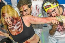 VÍDEO: Una marea zombi invade Sant Antoni