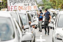 Una protesta masiva de taxistas colapsa Vila para exigir sanciones penales contra los piratas
