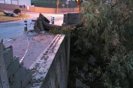 El fuerte viento provoca varios incidentes en Balears