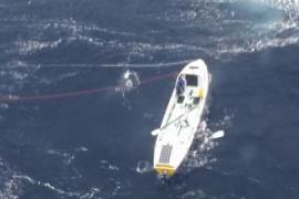 Salvamento Marítimo rescata a los tripulantes de un bote que participaba en una regata en Maó
