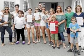 Los padres de Can Bonet recogen firmas  por los recortes en necesidades especiales